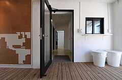 正面玄関から見た内部の様子。(2011-04-04,周辺環境,ENTRANCE,1F)