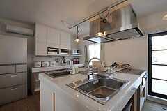 シェアハウスのキッチンの様子。(2011-04-04,共用部,KITCHEN,1F)