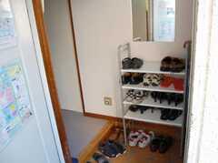 シェアハウスの玄関内の様子。(2008-02-19,周辺環境,ENTRANCE,1F)