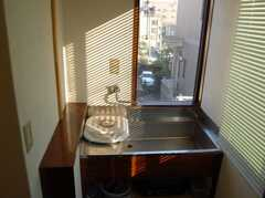 専有部の様子3。ミニキッチン付き。(305号室)(2008-02-19,専有部,ROOM,3F)