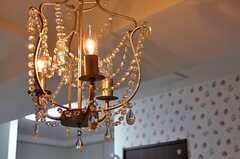 シーリングライトはムーディーなシャンデリア。(2012-07-13,共用部,LIVINGROOM,1F)