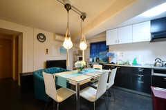 ラウンジの様子。キッチンが併設されています。(2020-11-19,共用部,LIVINGROOM,1F)