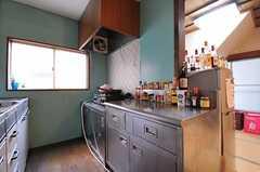 食器棚の様子。調味料もずらり。(2011-02-03,共用部,KITCHEN,1F)