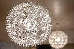 たんぽぽの種子のような照明。(2014-10-20,共用部,LIVINGROOM,1F)