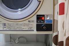 乾燥機と洗濯機は有料です。(2014-10-20,共用部,LAUNDRY,2F)