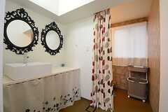 洗面台シャワールームの様子。(2014-10-20,共用部,BATH,3F)