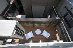 窓から1Fのベランダを見渡せます。(208号室)(2012-09-13,専有部,ROOM,2F)