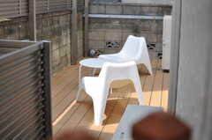 木板の向こう側をのぞくと、ベランダの様子が見ることができます。(2012-09-13,共用部,OTHER,1F)