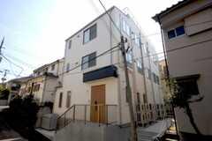 シェアハウスの外観。こちらはR棟です。(2010-04-08,共用部,OUTLOOK,1F)