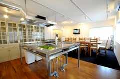 シェアハウスのキッチンの様子。(2010-04-08,共用部,LIVINGROOM,1F)
