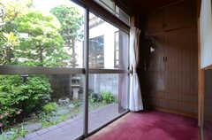 縁側もあります。(103号室)(2013-05-26,専有部,ROOM,1F)