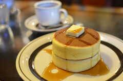 近所にあるカフェ「ピノキオ」のホットケーキ。(2012-12-24,共用部,ENVIRONMENT,1F)