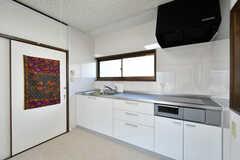 1階と同じ仕様のキッチンが備わります。(203号室)(2019-09-25,専有部,ROOM,2F)