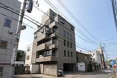 マンションの外観。4Fから上がシェアハウスです。(Machiya)(2011-08-12,共用部,OUTLOOK,1F)