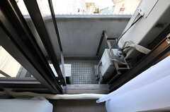 窓の外はベランダですが、非常用のため普段は立ち入り禁止です。(306号室)(Fine)(2012-07-17,専有部,ROOM,3F)