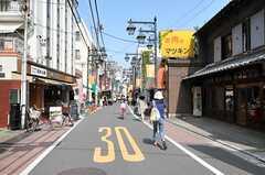 シェアハウスの近くにある中山道板橋仲宿商店街の様子2。(2011-08-12,共用部,ENVIRONMENT,1F)