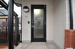 シェアハウスの正面玄関。(2014-03-05,周辺環境,ENTRANCE,1F)