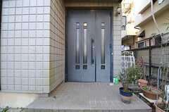 正面玄関の様子。(2016-03-03,周辺環境,ENTRANCE,1F)