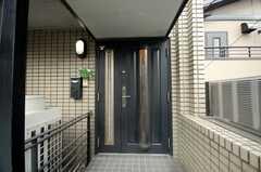 シェアハウスの正面玄関は2Fです。(2008-11-05,周辺環境,ENTRANCE,2F)