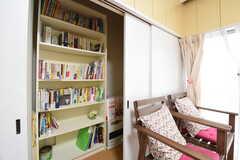 ダイニング脇には、本棚や清掃道具が収納されているスペースがあります。(2016-07-05,共用部,OTHER,1F)