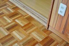組み木細工のような床。(205号室)(2012-05-25,専有部,ROOM,2F)