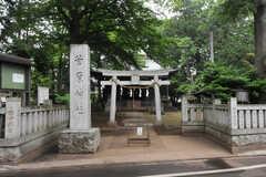 シェアハウス近くには菅原神社があります。近くにお寺もあるのだそう。(2012-05-25,共用部,ENVIRONMENT,1F)