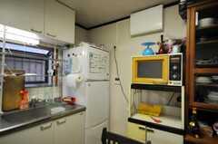 冷蔵庫とキッチン家電の様子。(2010-09-15,共用部,KITCHEN,1F)