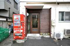 シェアハウスの正面玄関。(2009-02-25,周辺環境,ENTRANCE,1F)