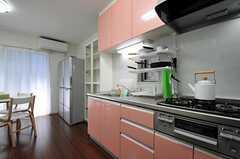 冷蔵庫はリビング側にあります。(2012-07-09,共用部,KITCHEN,1F)