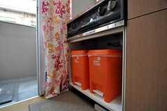 ゴミ箱の様子。(504号室)(2010-10-12,共用部,KITCHEN,4F)