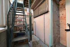 階段奥に102号室、202号室、203号室の洗濯機を設置する予定です。(2015-12-08,共用部,OTHER,1F)