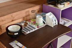 全室、食器やカトラリーが用意されています。(202号室)(2017-08-02,専有部,ROOM,2F)