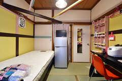 専有部の様子2。全室、冷蔵庫とTVが用意されています。(101号室)(2016-12-20,専有部,ROOM,1F)
