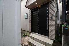 正面玄関の様子。(2016-03-08,周辺環境,ENTRANCE,1F)