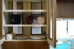 食器棚はダイニング側にも扉が設けられています。(2016-03-08,共用部,KITCHEN,1F)