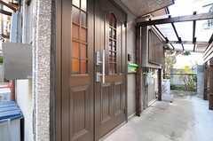 シェアハウスの正面玄関。(2014-01-07,周辺環境,ENTRANCE,1F)