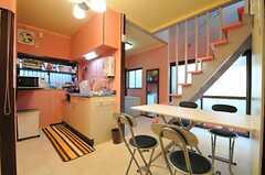リビングの様子2。キッチンが併設されています。(2014-01-07,共用部,LIVINGROOM,1F)