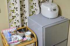 全室、冷蔵庫と炊飯器と食器が用意されています。(101号室)(2016-09-08,専有部,ROOM,1F)