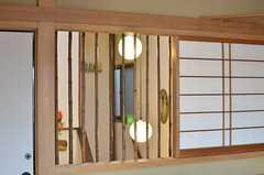 室内に面した窓があります。(201号室)(2014-03-24,専有部,ROOM,2F)