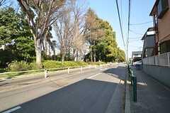 車通りの多い高島通りと住宅街の間は広域にわたって植樹されています。(2015-04-02,共用部,ENVIRONMENT,1F)