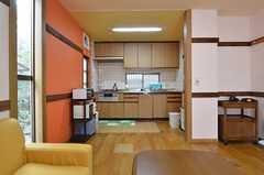 リビングから見たキッチンの様子。(2015-01-07,共用部,KITCHEN,1F)