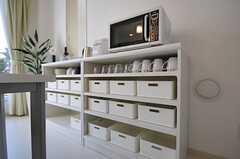 引き出しは部屋ごとに分けられた食材などを置くスペースです。(2012-01-10,共用部,KITCHEN,2F)