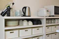 食器類とキッチン家電の様子。(2012-01-10,共用部,KITCHEN,2F)