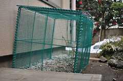 玄関脇にあるゴミ置き場の様子。(2013-01-17,共用部,OTHER,1F)