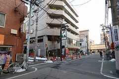 シェアハウスから都営三田線・板橋本町駅へ向かう道の様子。(2013-01-17,共用部,ENVIRONMENT,1F)