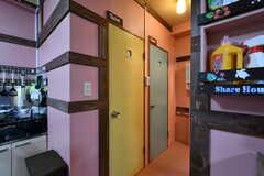トイレは2室並んでいます。(2020-10-13,共用部,TOILET,1F)