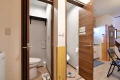 トイレは2室並んでいます。(2019-11-01,共用部,TOILET,1F)