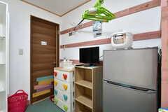 冷蔵庫や炊飯器、TVも設置されています。(101号室)(2019-11-01,専有部,ROOM,1F)