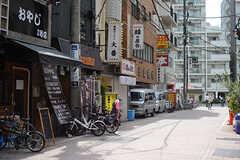 駅前には飲食店も多数。(2017-08-29,共用部,ENVIRONMENT,1F)
