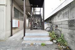 シェアハウスの玄関は2階です。(2019-02-07,周辺環境,ENTRANCE,1F)